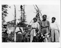 Ojibwa women and children, group portrait